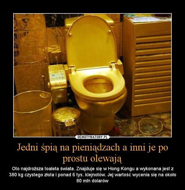 Jedni śpią na pieniądzach a inni je po prostu olewają – Oto najdroższa toaleta świata. Znajduje się w Hong Kongu a wykonana jest z 380 kg czystego złota i ponad 6 tys. klejnotów. Jej wartość wycenia się na około 80 mln dolarów
