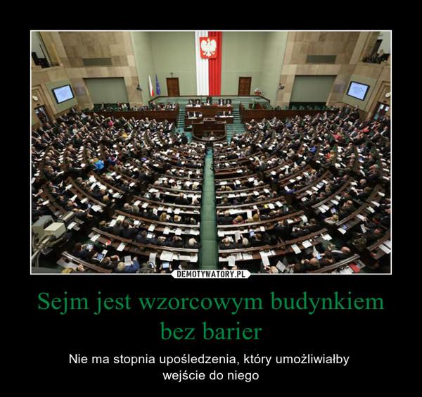Sejm jest wzorcowym budynkiem bez barier – Nie ma stopnia upośledzenia, który umożliwiałby wejście do niego
