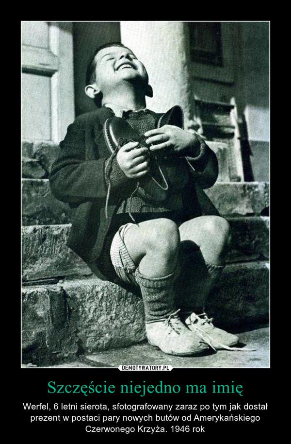 Szczęście niejedno ma imię – Werfel, 6 letni sierota, sfotografowany zaraz po tym jak dostał prezent w postaci pary nowych butów od Amerykańskiego Czerwonego Krzyża. 1946 rok