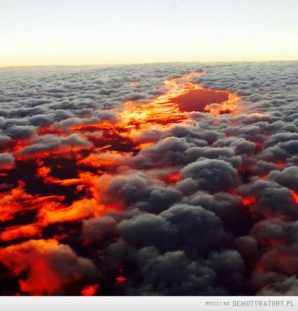 Ponad burzowymi chmurami –