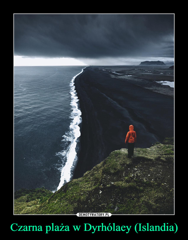 Czarna plaża w Dyrhólaey (Islandia) –