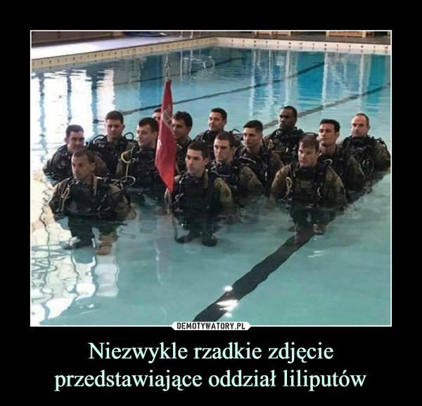 Niezwykle rzadkie zdjęcie przedstawiające oddział liliputów –
