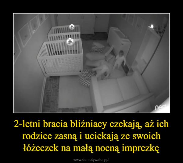 2-letni bracia bliźniacy czekają, aż ich rodzice zasną i uciekają ze swoich łóżeczek na małą nocną imprezkę –