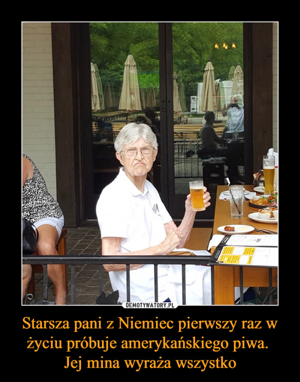 Starsza pani z Niemiec pierwszy raz w życiu próbuje amerykańskiego piwa. Jej mina wyraża wszystko –