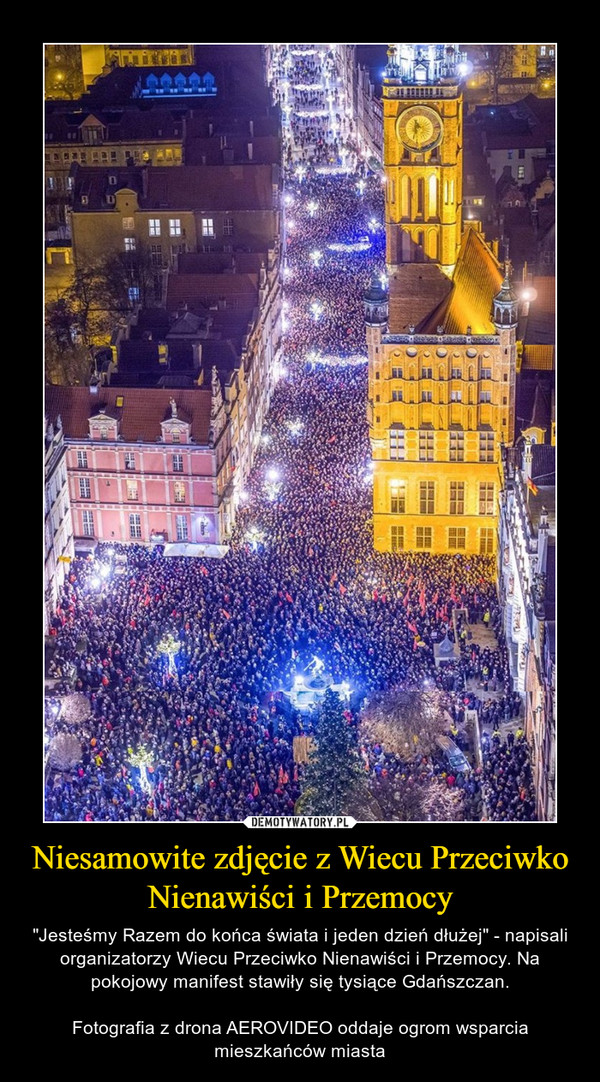 """Niesamowite zdjęcie z Wiecu Przeciwko Nienawiści i Przemocy – """"Jesteśmy Razem do końca świata i jeden dzień dłużej"""" - napisali organizatorzy Wiecu Przeciwko Nienawiści i Przemocy. Na pokojowy manifest stawiły się tysiące Gdańszczan.Fotografia z drona AEROVIDEO oddaje ogrom wsparcia mieszkańców miasta"""
