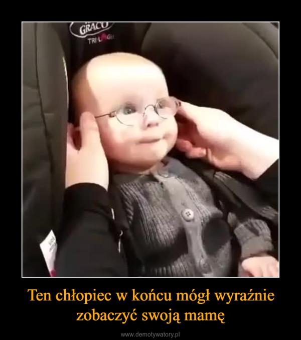 Ten chłopiec w końcu mógł wyraźnie zobaczyć swoją mamę –