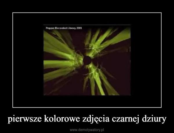 pierwsze kolorowe zdjęcia czarnej dziury –