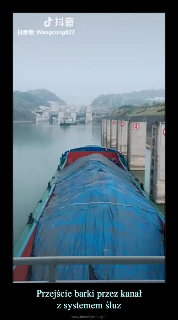 Przejście barki przez kanałz systemem śluz –
