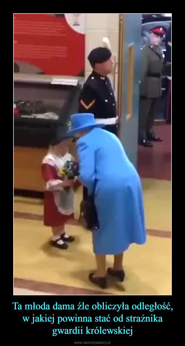 Ta młoda dama źle obliczyła odległość, w jakiej powinna stać od strażnika gwardii królewskiej –