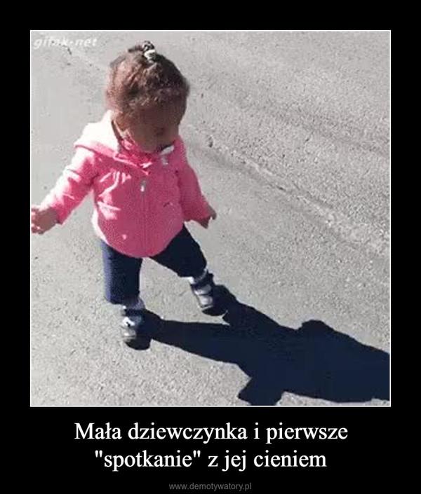 """Mała dziewczynka i pierwsze """"spotkanie"""" z jej cieniem –"""