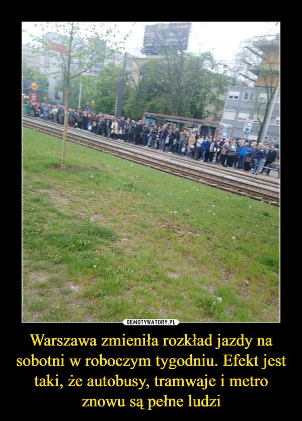 Warszawa zmieniła rozkład jazdy na sobotni w roboczym tygodniu. Efekt jest taki, że autobusy, tramwaje i metro znowu są pełne ludzi –