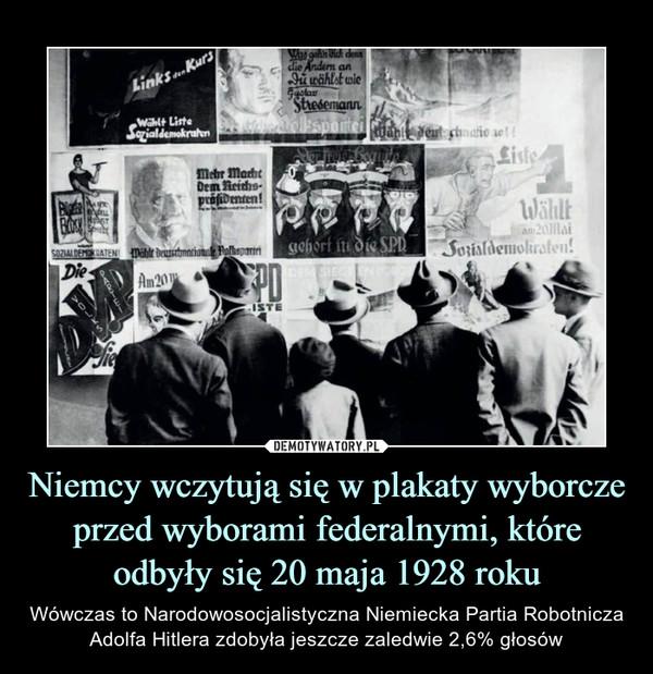 Niemcy wczytują się w plakaty wyborcze przed wyborami federalnymi, które odbyły się 20 maja 1928 roku – Wówczas to Narodowosocjalistyczna Niemiecka Partia Robotnicza Adolfa Hitlera zdobyła jeszcze zaledwie 2,6% głosów