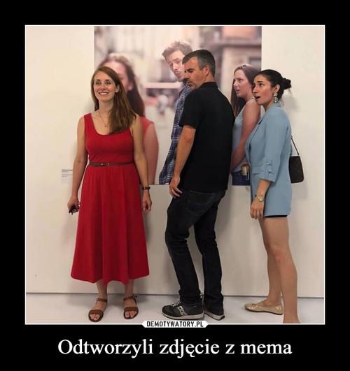 Odtworzyli zdjęcie z mema
