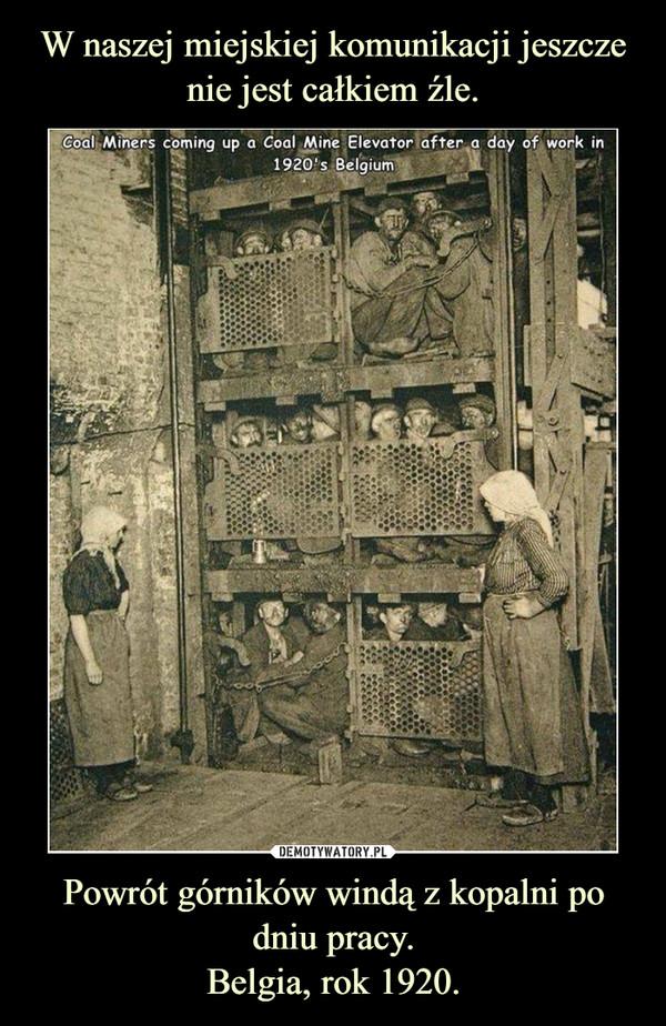 Powrót górników windą z kopalni po dniu pracy.Belgia, rok 1920. –